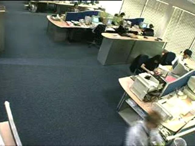 skritaya-kamera-v-ofise-video