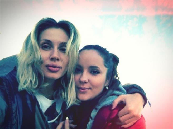 Лобода с сестрой