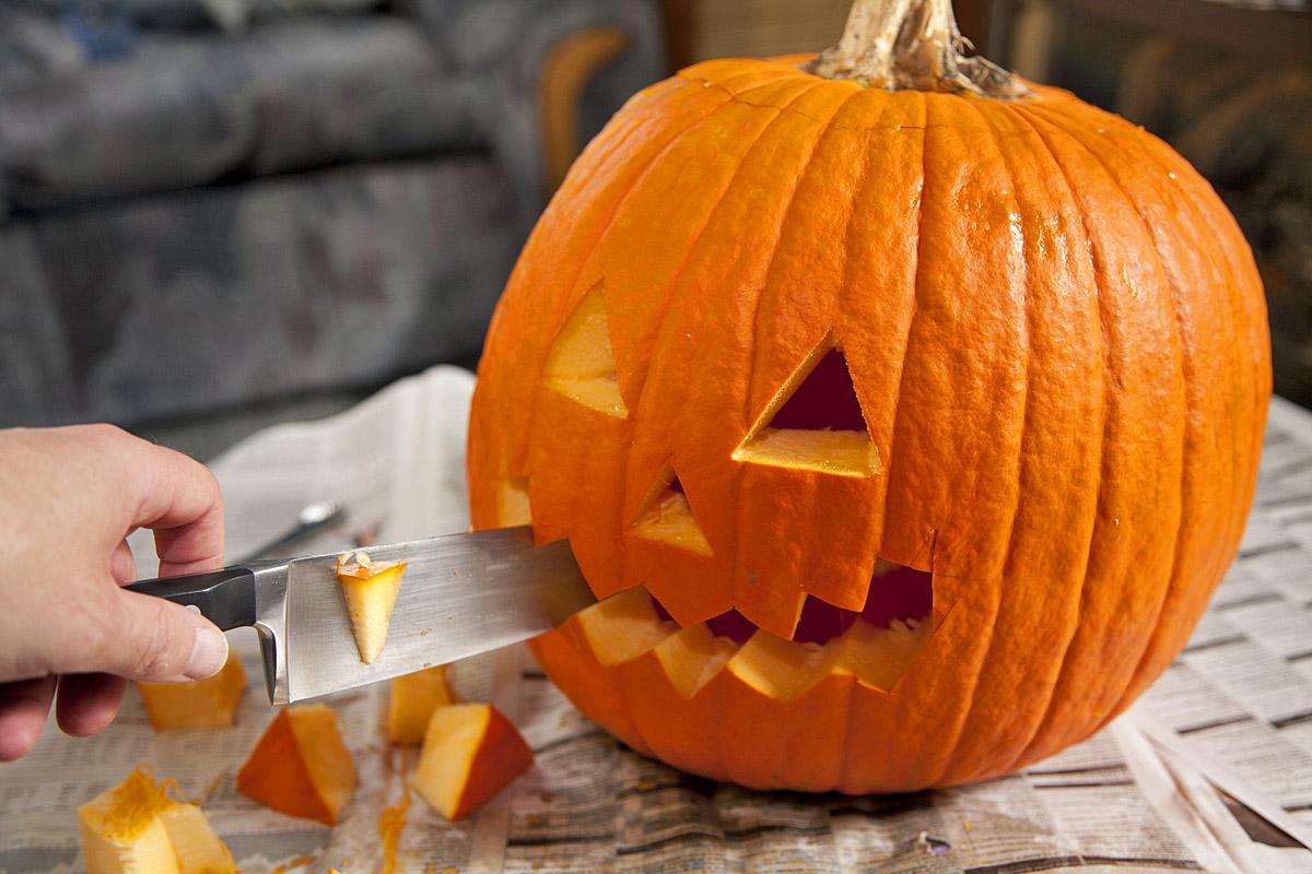 Как вырезать тыкву на Хэллоуин своими руками: 10 лайфхаков - tochka.net