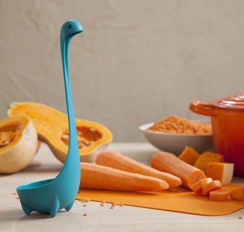 Вы никогда не будете чувствовать себя одинокими на кухне, ведь теперь у вас есть Лох-несское чудовище-черпак!