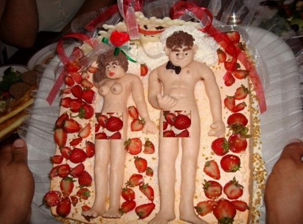 ТОП самых странных тортов для молодоженов