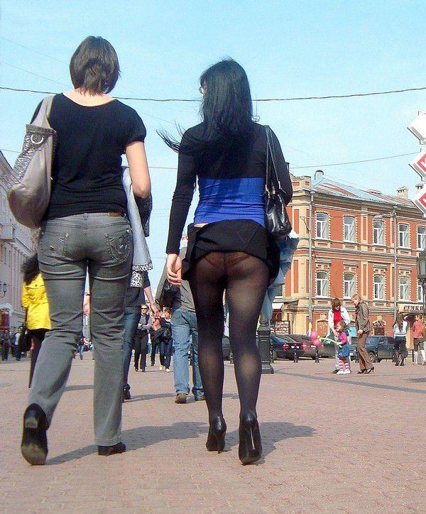devushka-v-obtyagivayushih-chernih-shtanah-seks-foto